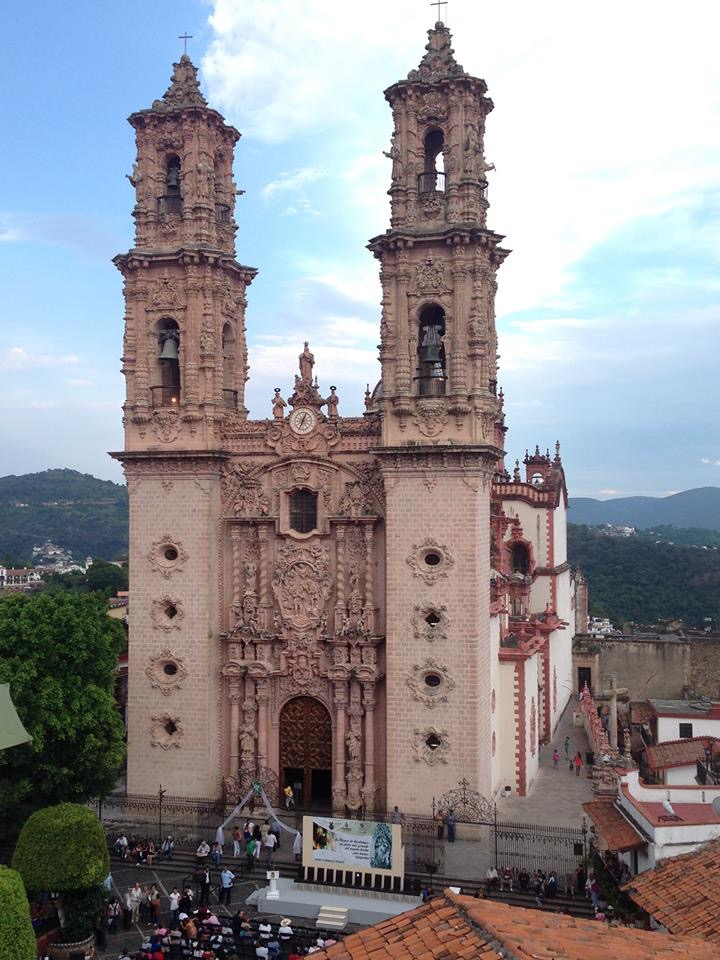 The cathedral in the main square of Taxco