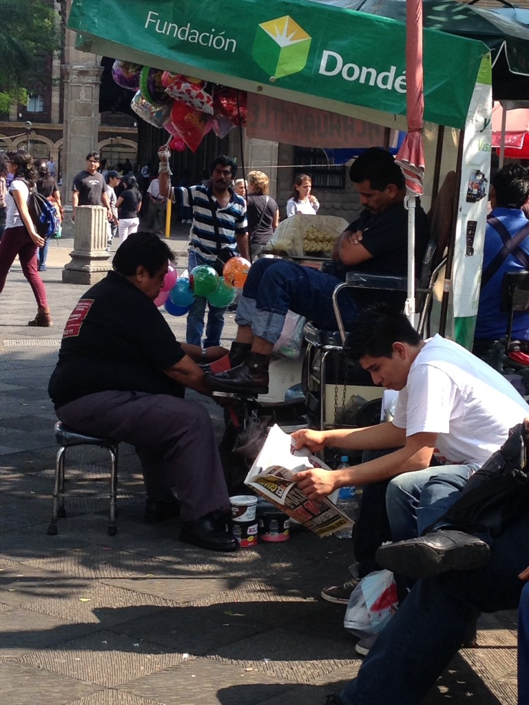 A vibrant and active Cuernavaca Zocolo, minus tourists, with the requisite shoe shiner and balloon man