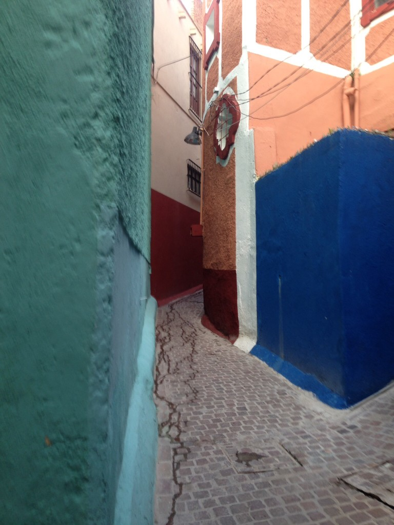 Another narrow walkway in Guanajuato